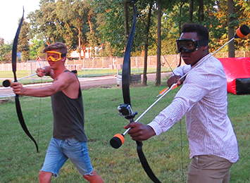 Archery tag spel stoere mannen